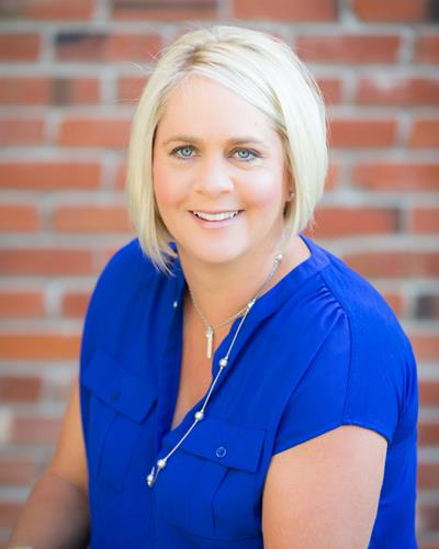 Jessica Reinhardt a Parker Office Real Estate Agent